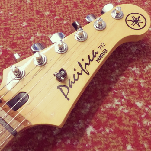 Yamaha Pacifica 712 headstock