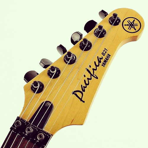 Yamaha Pacifica 821 headstock