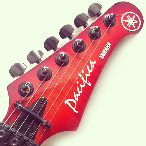 Yamaha Pacifica 821D headstock