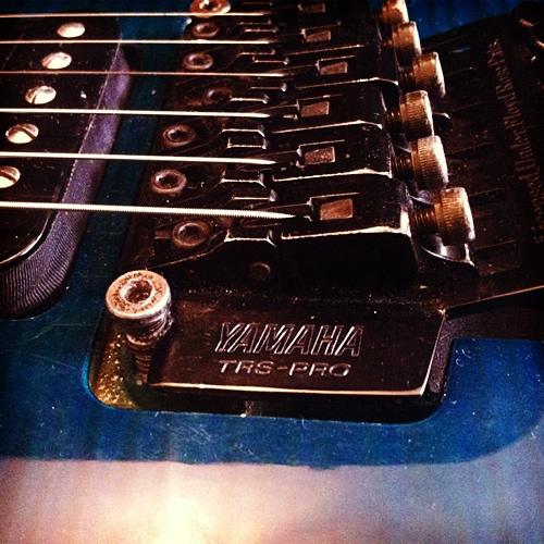 Yamaha Pacifica 821D tremolo